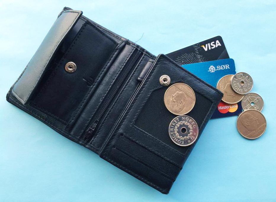 Lommebok med kort og mynter