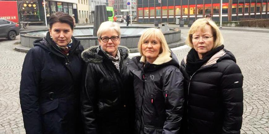 - Delingsøkonomiutvalget tar for lett på utfordringene som kommer i kjølvannet av delingsøkonomien. Det mener (f.v.) Kari Sollien, leder i Akademikerne, YS-leder Jorunn Berland, Unio-leder Ragnhild Lied og LO-sekretær Trude Tinnlund. Foto: Liv Hilde Hansen