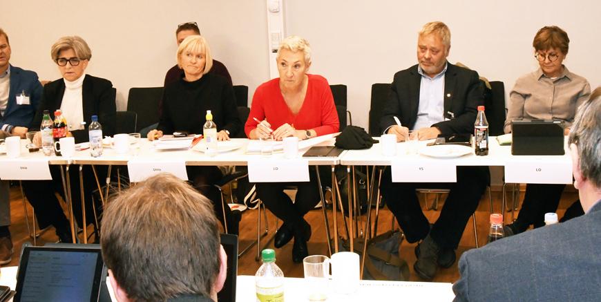 F.v.: Unios leder Ragnhild Lied, første nestleder i LO Peggy Hessen Følsvik og YS-leder Erik Kollerud har valgt å utsette fristen for å bli enige om alderspensjon for de med særaldersgrensene i offentlig sektor. Foto: Siv M. Bjelland/Delta