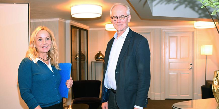 Forhandlingsleder i YS Kommune Oslo, Mona Bjørnstad og mekler Geir Engebretsen. Forhandlingsleder i YS Kommune Oslo, Mona Bjørnstad og mekler Geir Engebretsen. Foto: Siv M. Bjelland